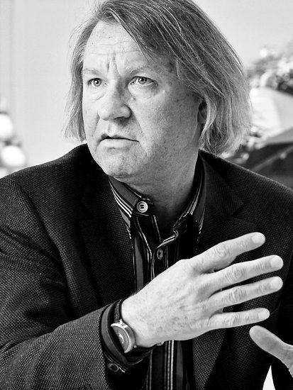 Hirschmedaillons und Surrealismen: Ein Gespräch mit Peter Fischer